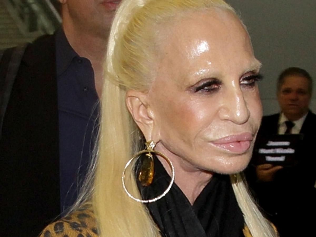 Donatella Versace na lotnisku