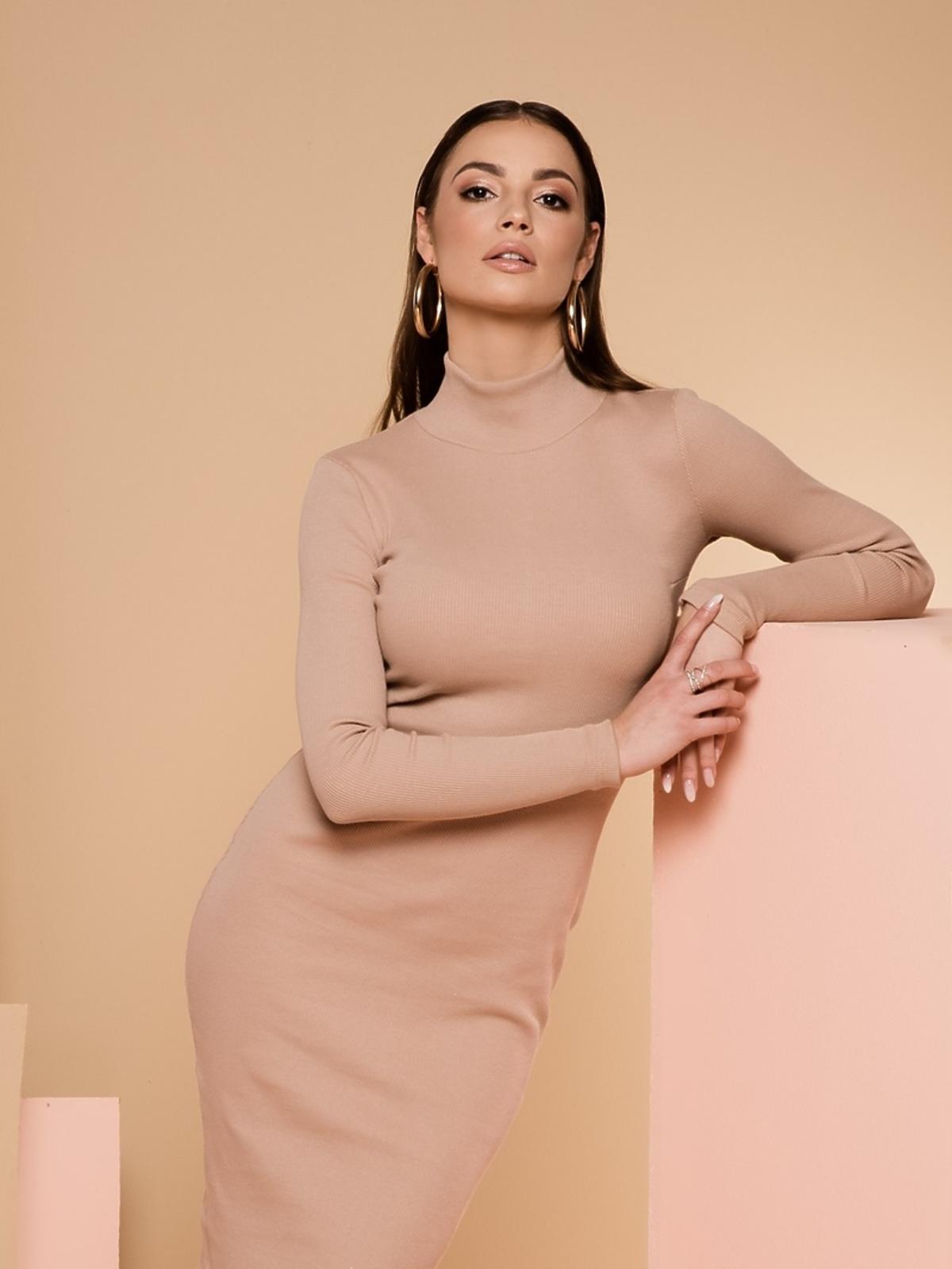 Dopasowana sukienka w kolorze nude, Maybe, 249,00 zł