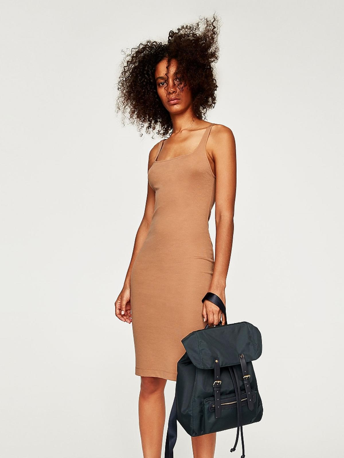Dopasowana sukienka w kolorze nude, Zara, 39,90 zł (z 59,90 zł)