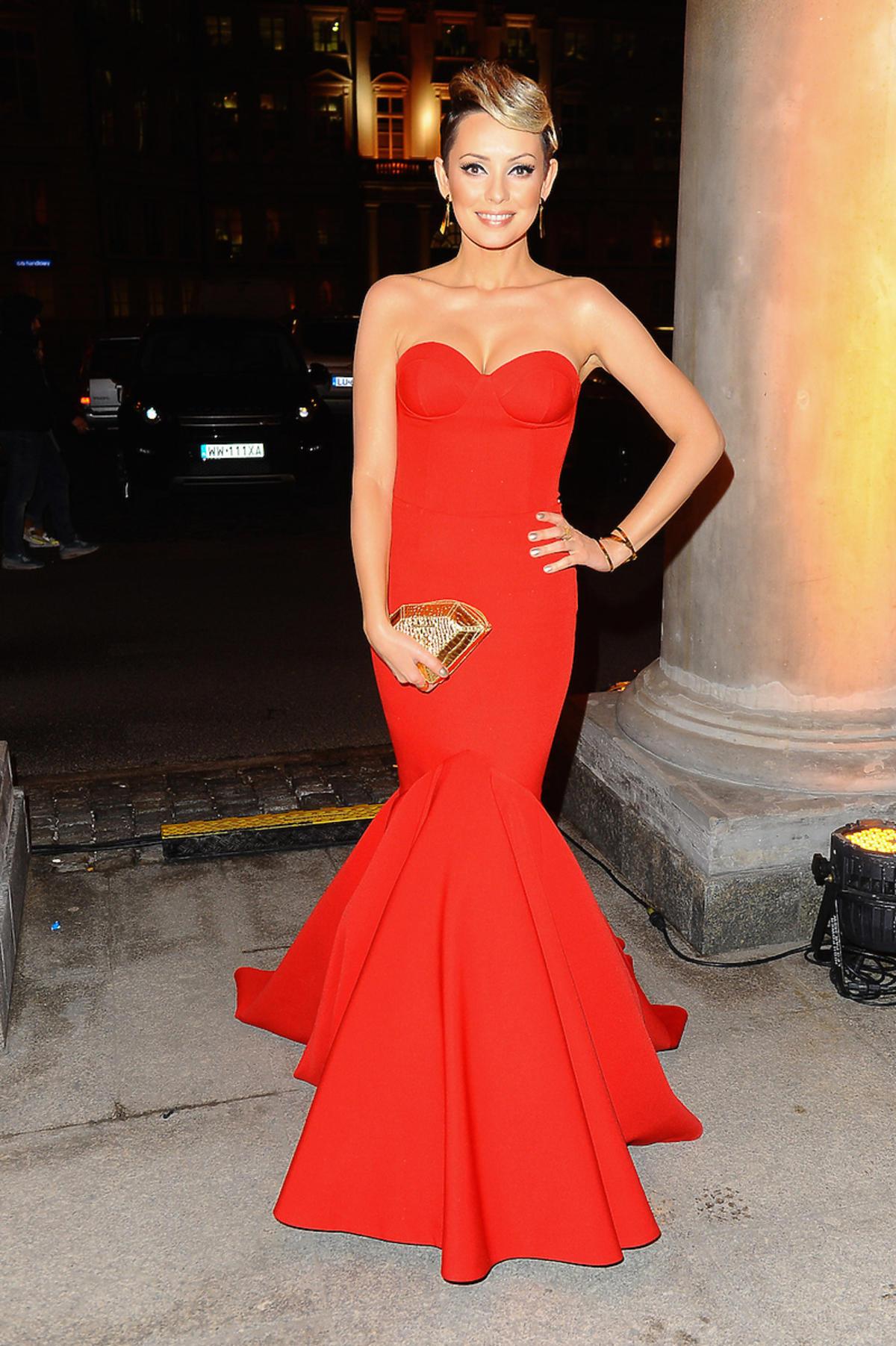 Dorota Gardias w czerwonej sukni od Violi Piekut