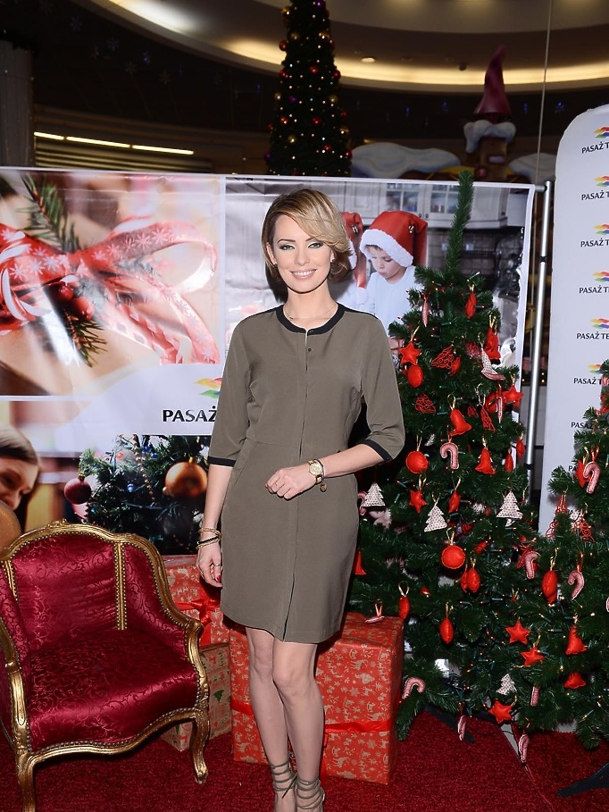 Dorota Gardias w szarej sukience
