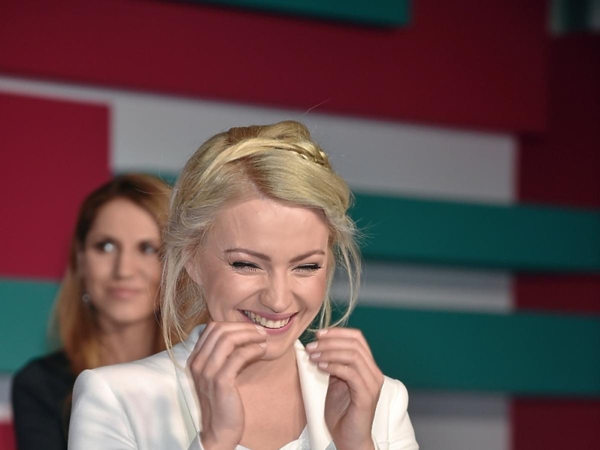 Dorota Szelągowska w białym garniturze na prezentacji wiosennej ramówki TVN Style 2015