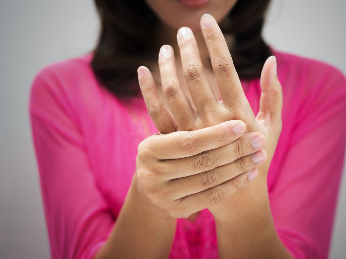 drętwiejące dłonie