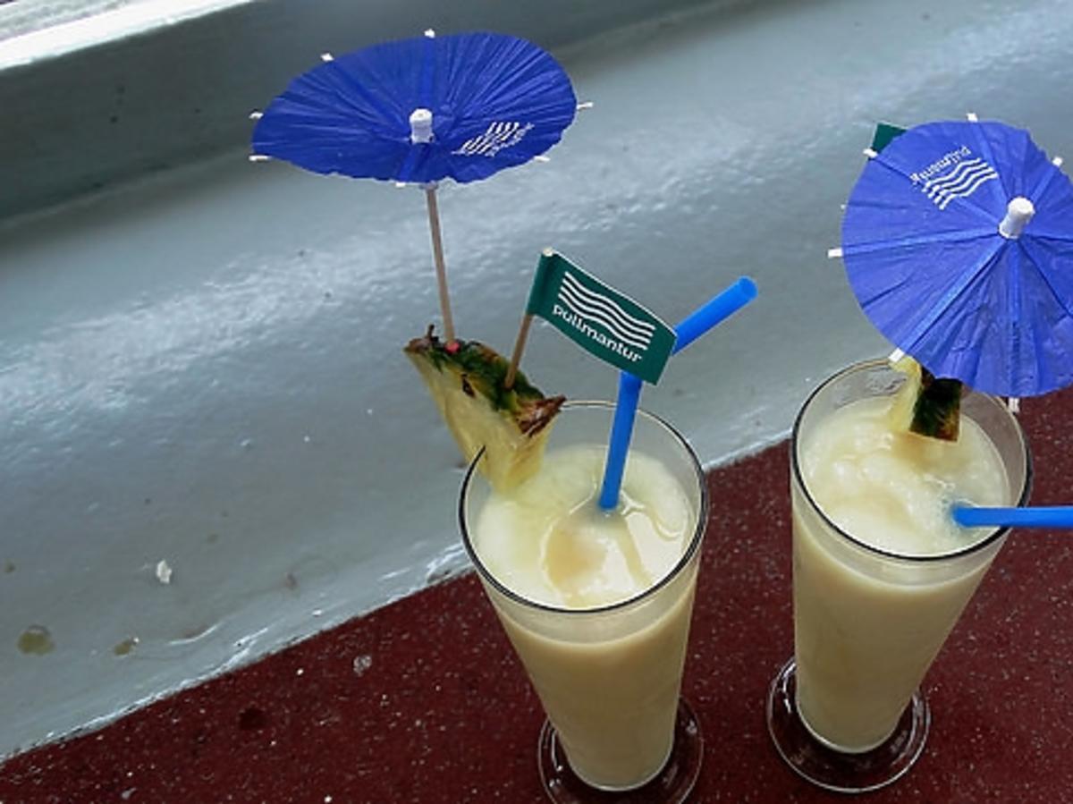 dwa drinki z palemką
