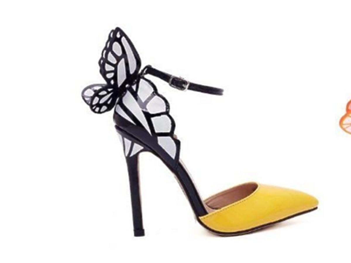 Dwa kolorowe sandały na szpilce z motylem