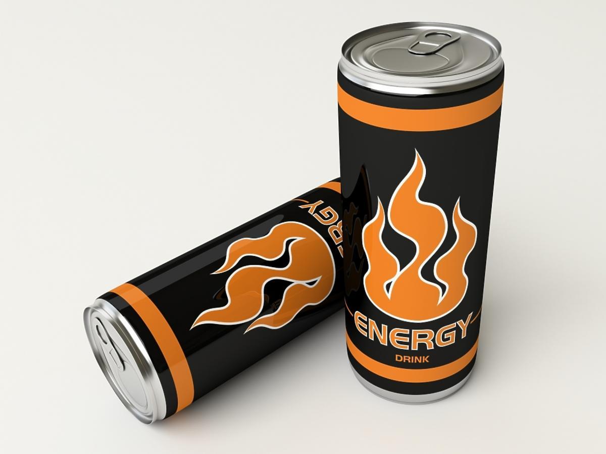 dwie puszki napoju energetycznego