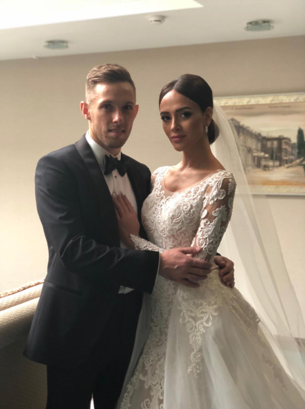 Dwie suknie żony Macieja Rybusa