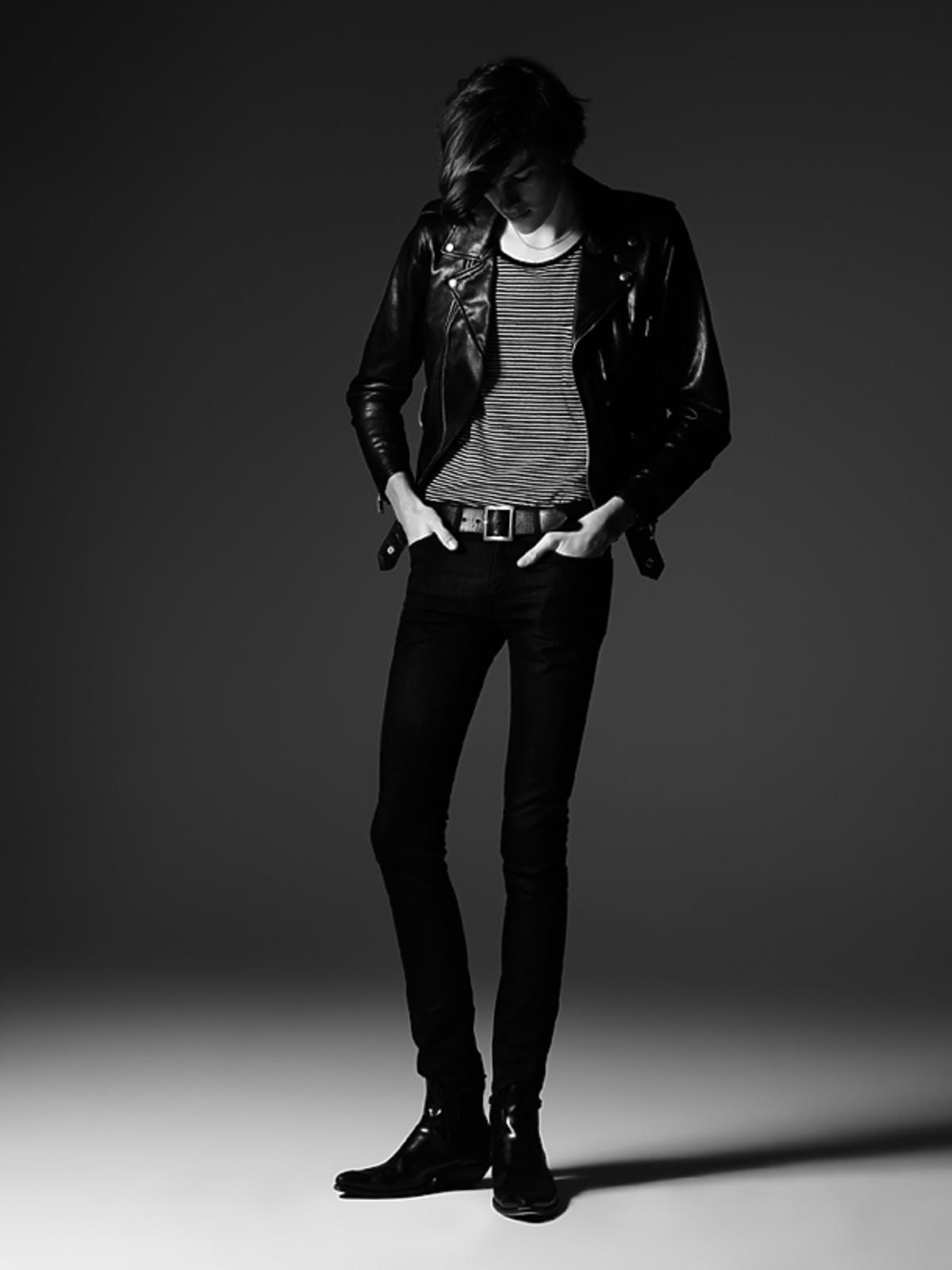 Dylan Brosnan Saint Laurent wiosna lato 2015. Syn Pierce'a Brosnana