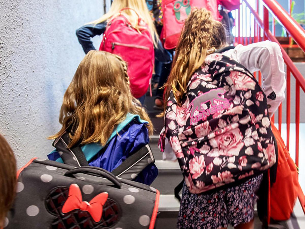 Dzieci na przerwie w szkole