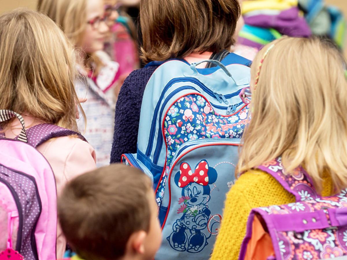 Dzieci nie wrócą do szkoły w tym roku?! Do kiedy szkoły będą zamknięte przez koronawirusa? Mamy komentarz