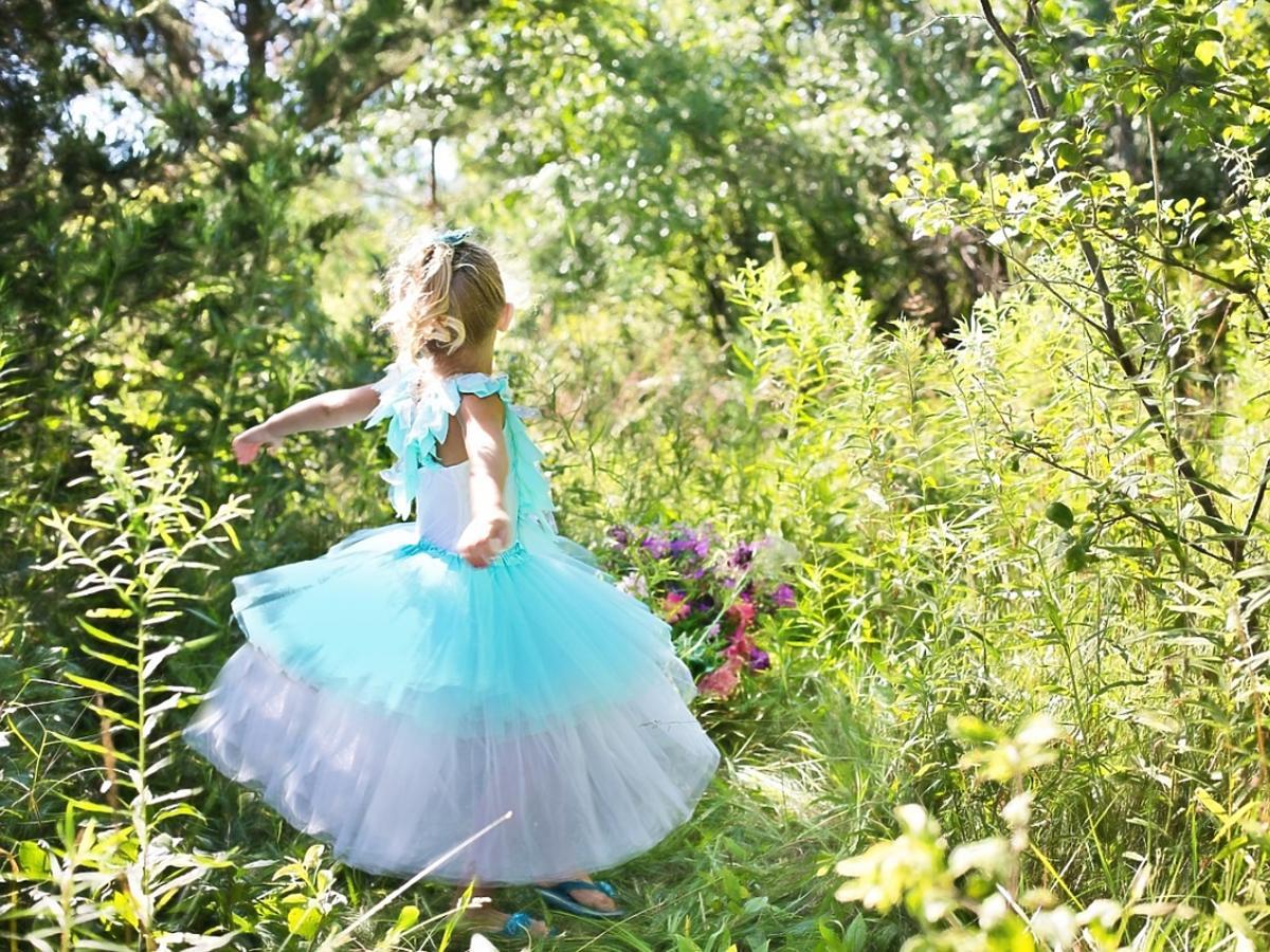 dziewczynka w balowej sukience