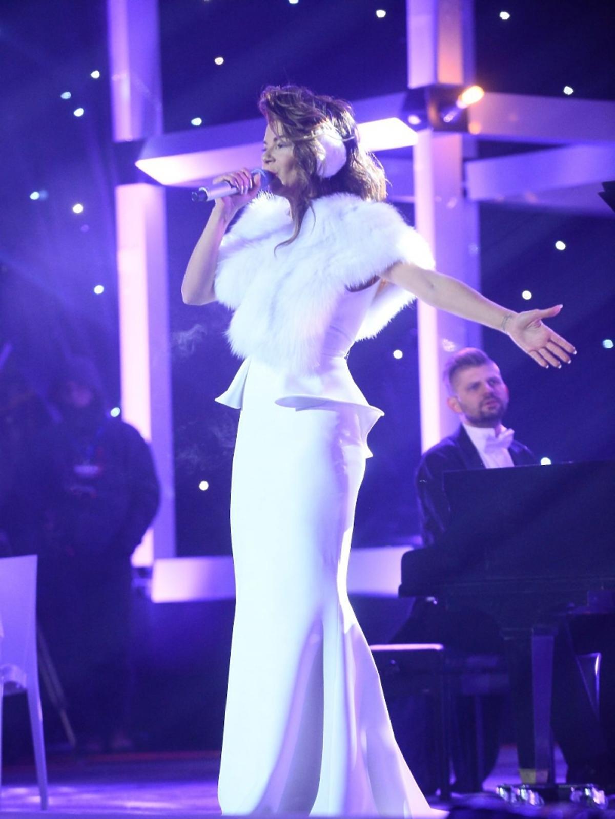 Edyta Górniak w białej sukni