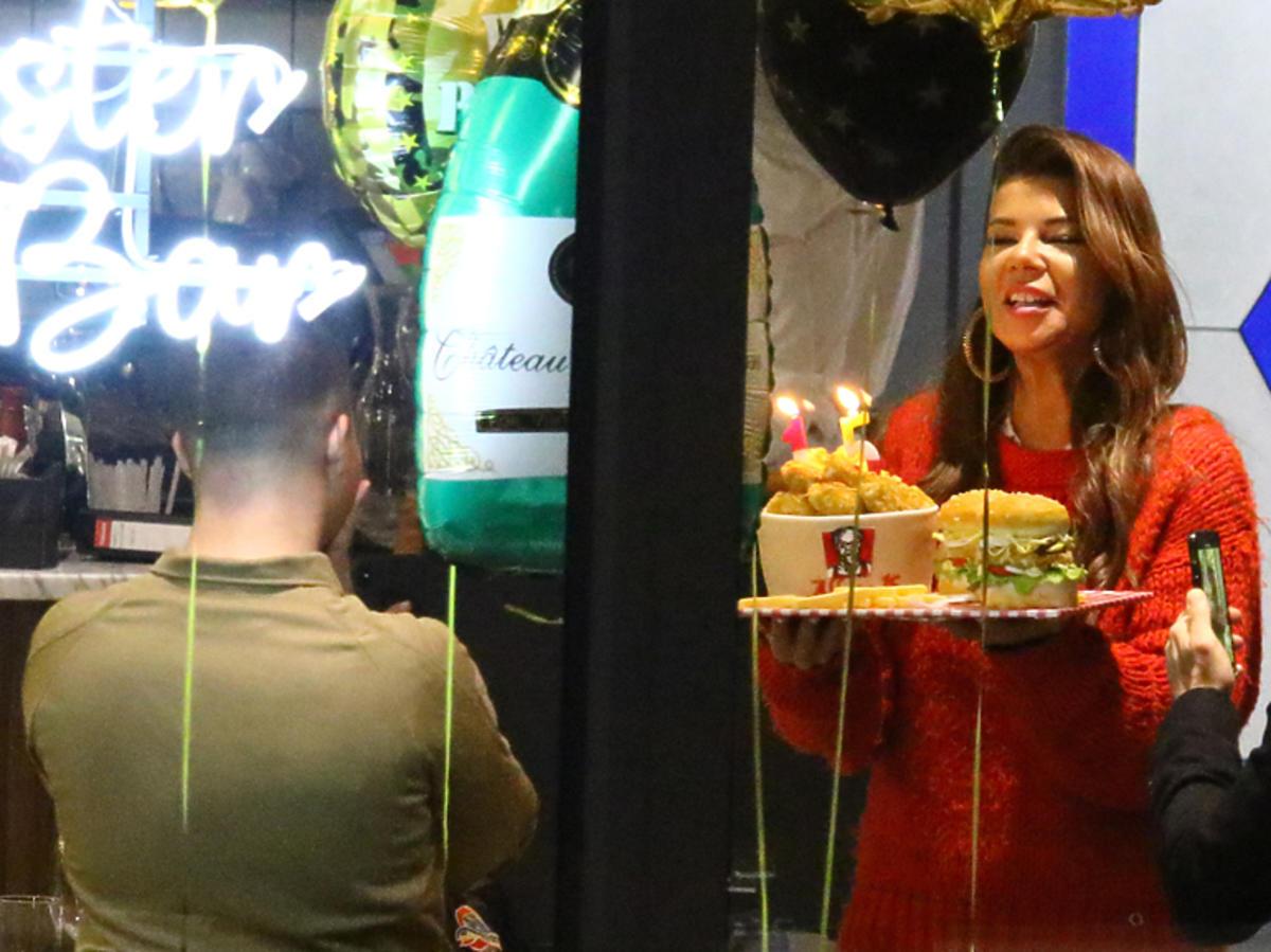 Edyta Górniak z tortem na urodzinach Allana
