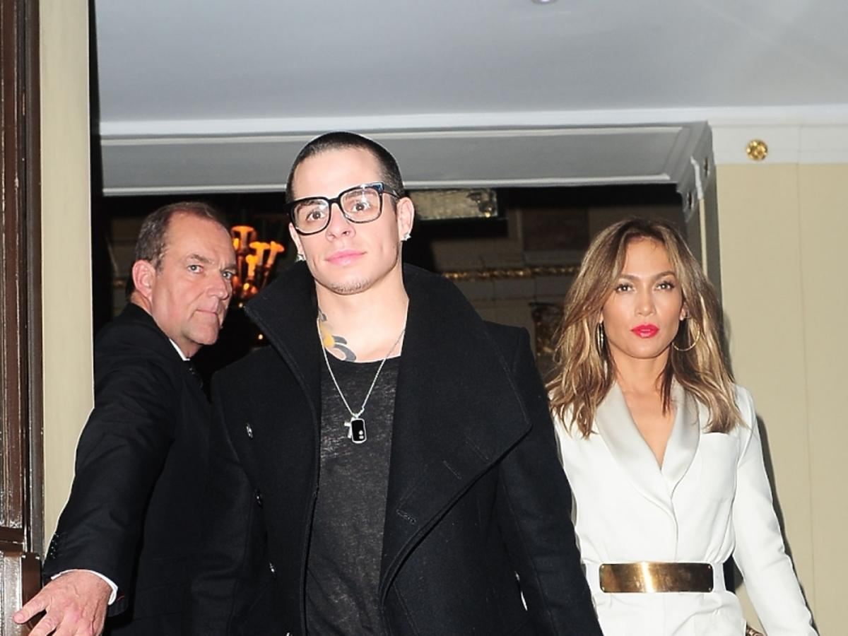 Elegancka J.Lo ze swoim młodszym chłopakiem w Londynie