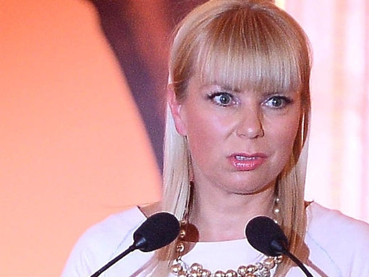 Elżbieta Bieńkowska wyśmiewana za wypowiedź o autostradach