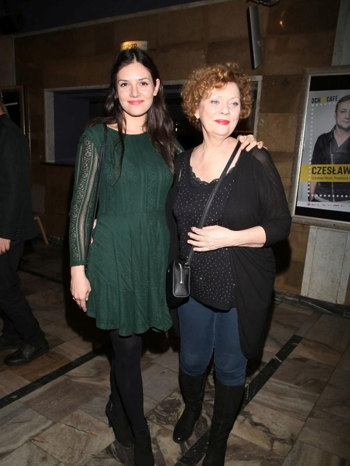 Elżbieta Jarosik z córką na premierze w Och Teatrze