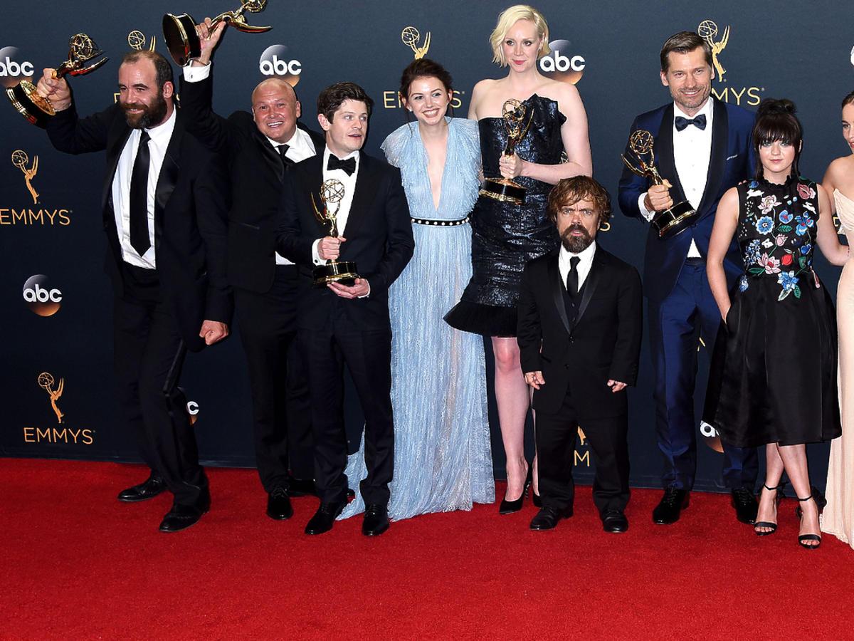 """Emmy 2016. Oto cała lista tegorocznych laureatów! Ile statuetek zdobyła """"Gra o tron""""?"""