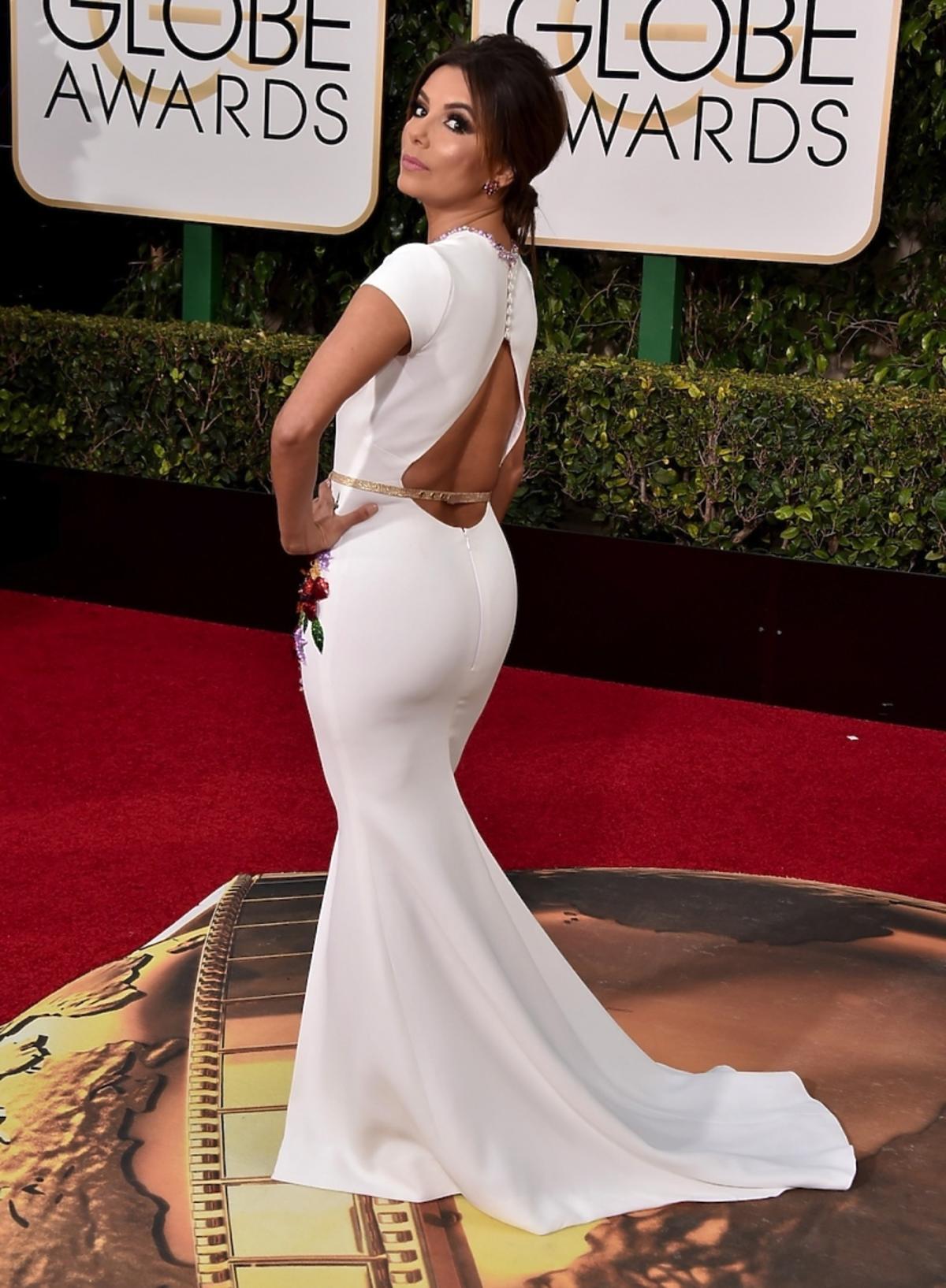 Eva Longoria w białej sukni z odkrytymi plecami
