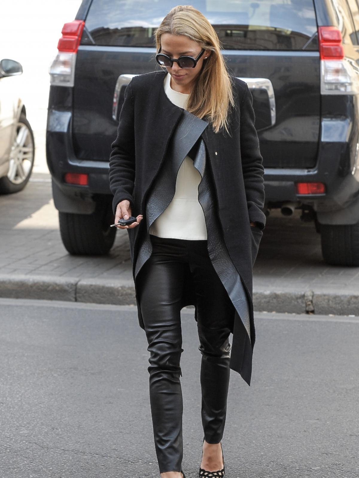 Ewa Chodakowska w czarnych spodniach