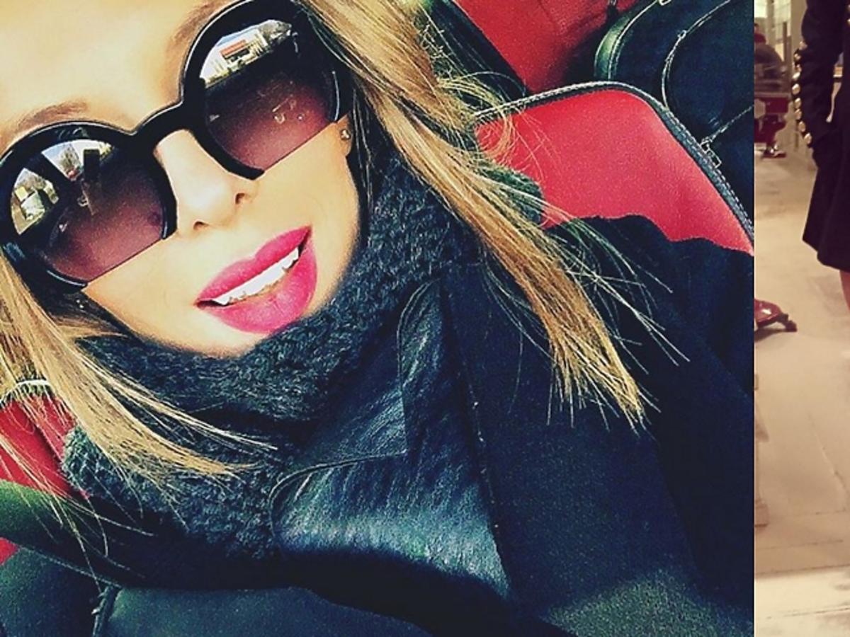 Ewa Chodakowska w dziwnych okularach i z gołymi nogami