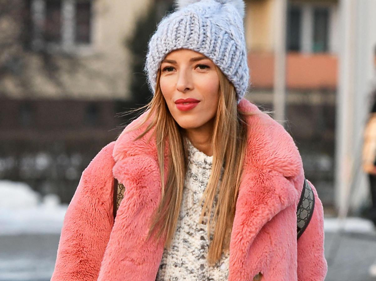 Ewa Chodakowska w różowym futerku