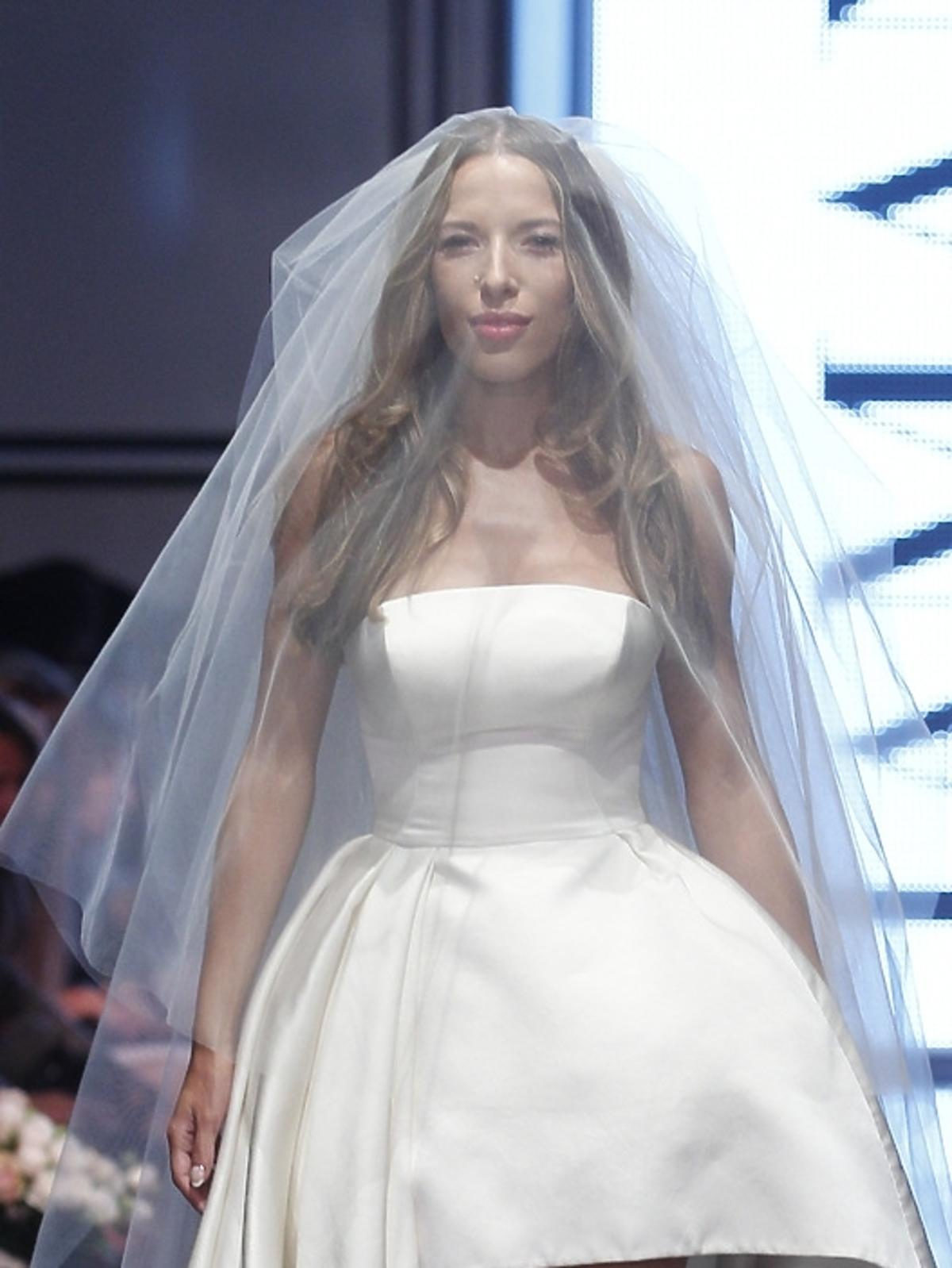 Ewa Chodakowska w sukni ślubnej na pokazie La Mania wiosna lato 2014