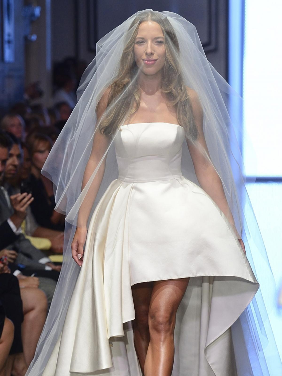 Ewa Chodakowska w sukni ślubnek z welonem
