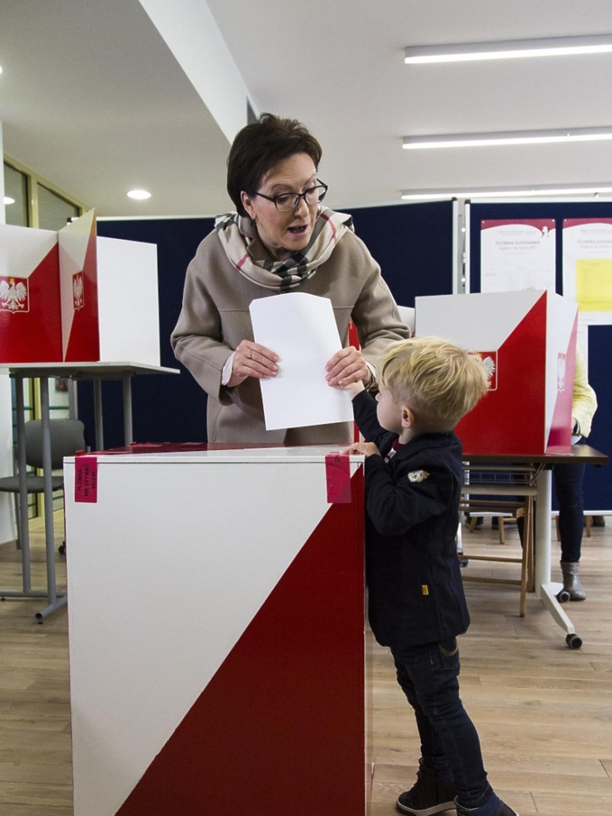 Ewa Kopacz głosuje