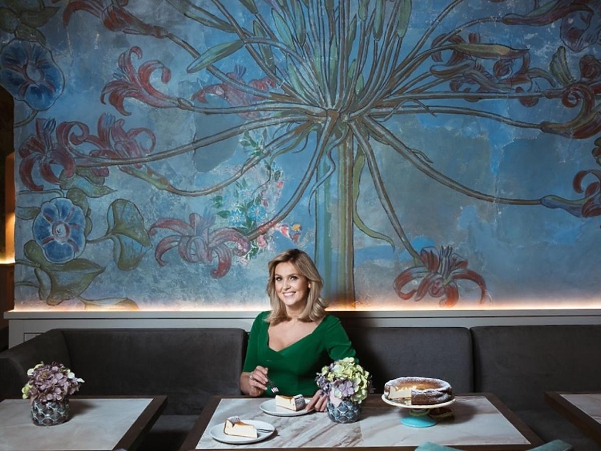 Ewa Wachowicz w swojej restauracji