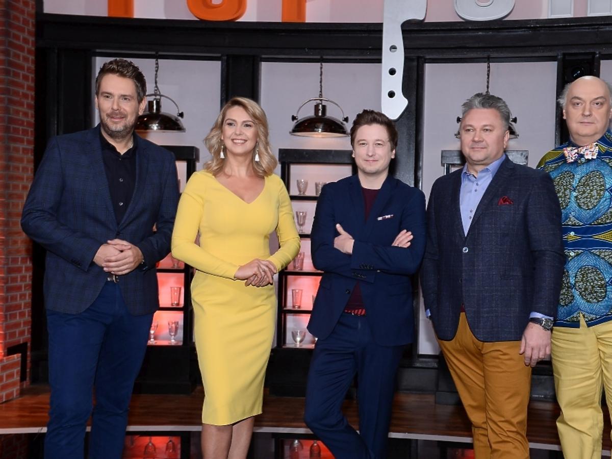 Ewa Wachowicz w żółtej sukience na planie Top Chefa