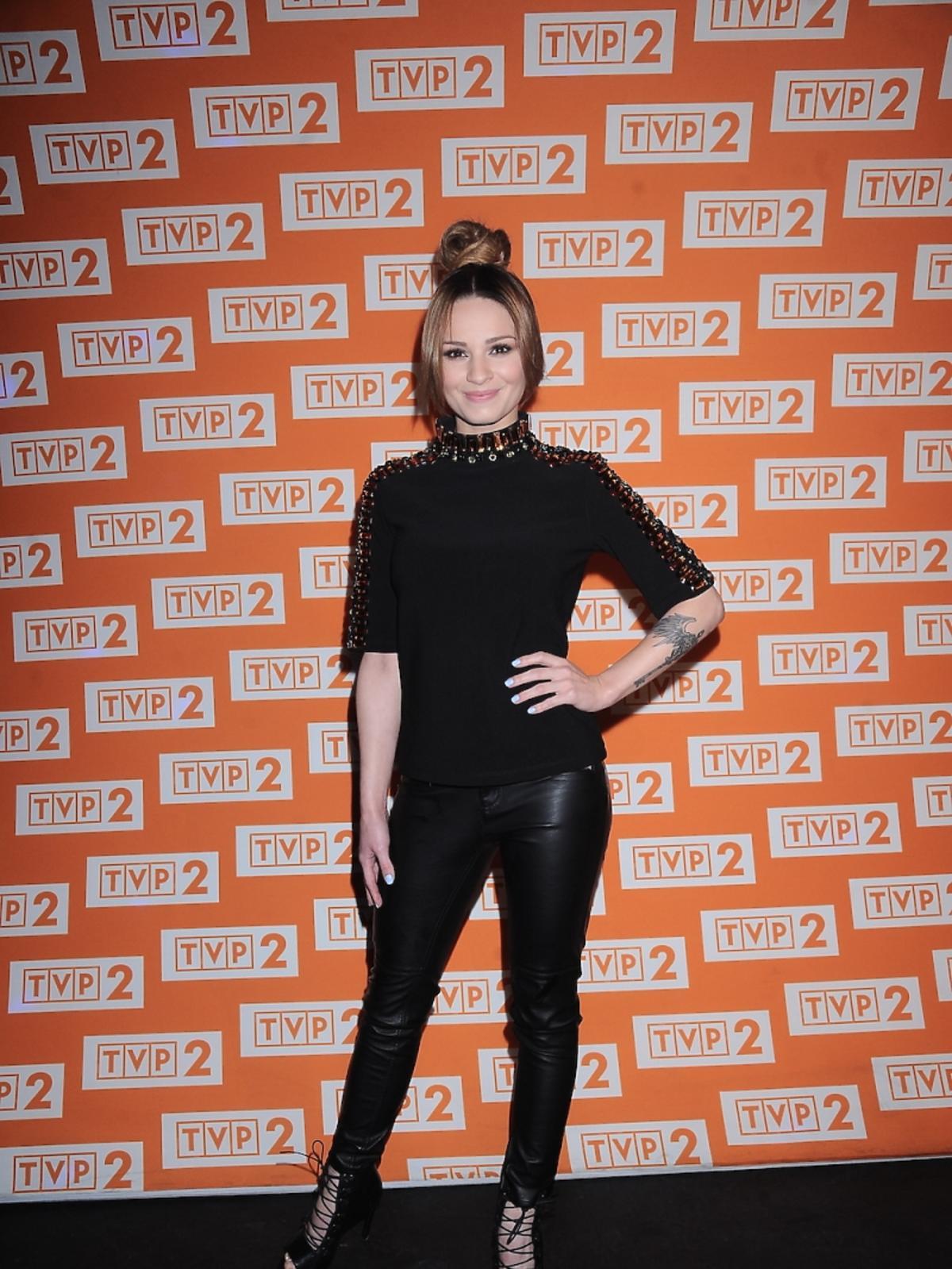Ewelina Lisowska w czarnych spodniach