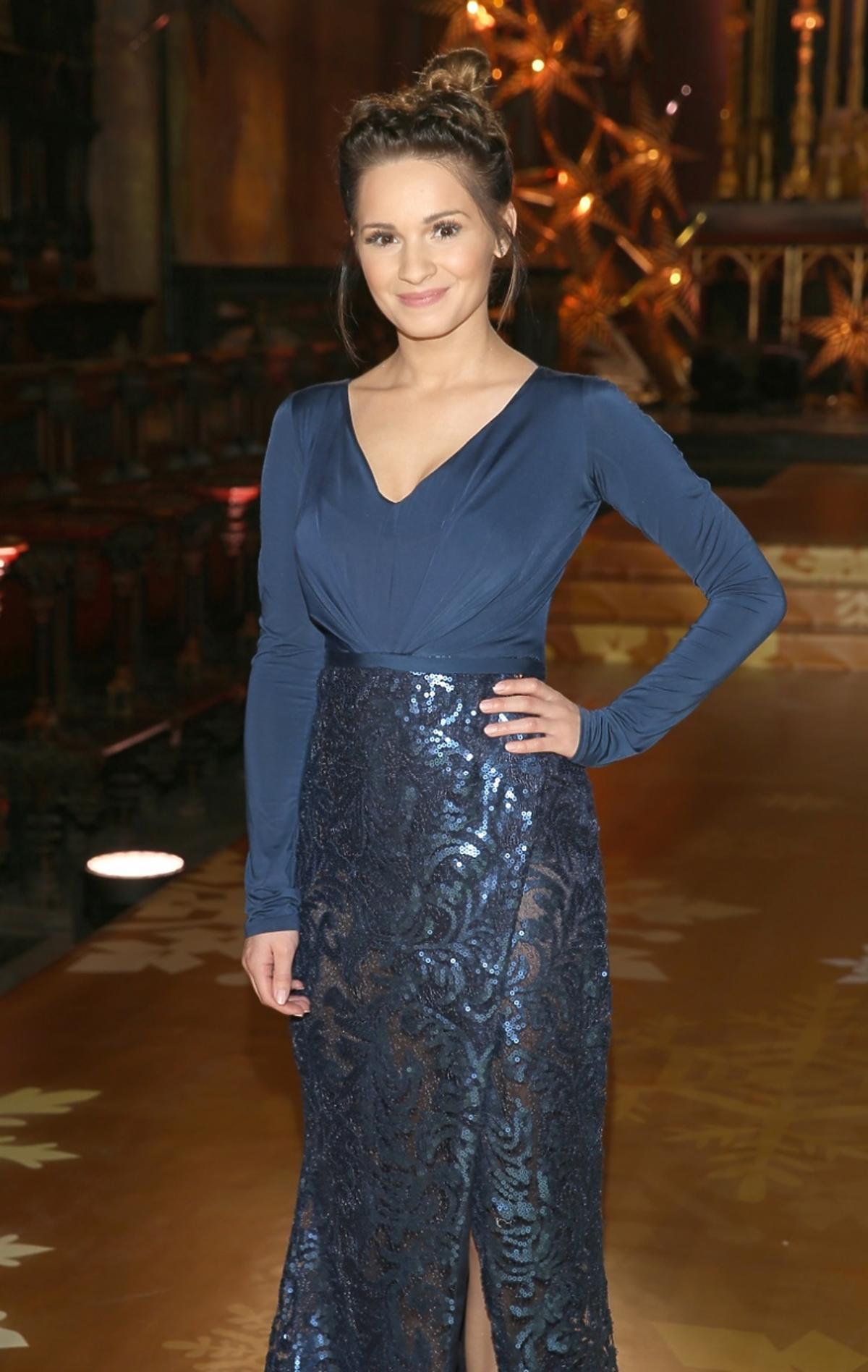 Ewelina Lisowska w niebieskiej sukni