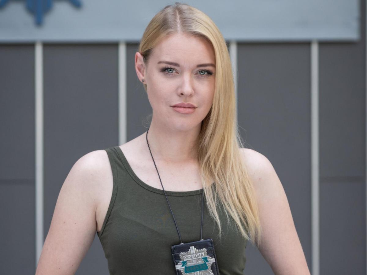 Ewelina Ruckgaber na planie serialu Gliniarze