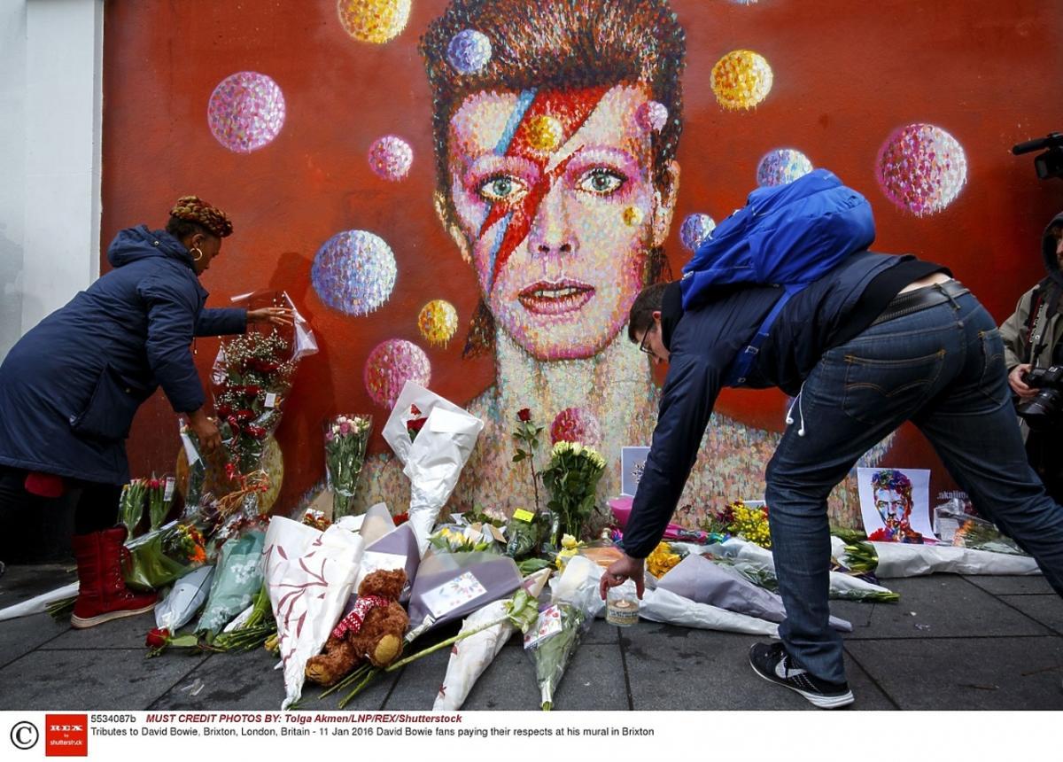 Fani żegnają Davida Bowie w Brixton