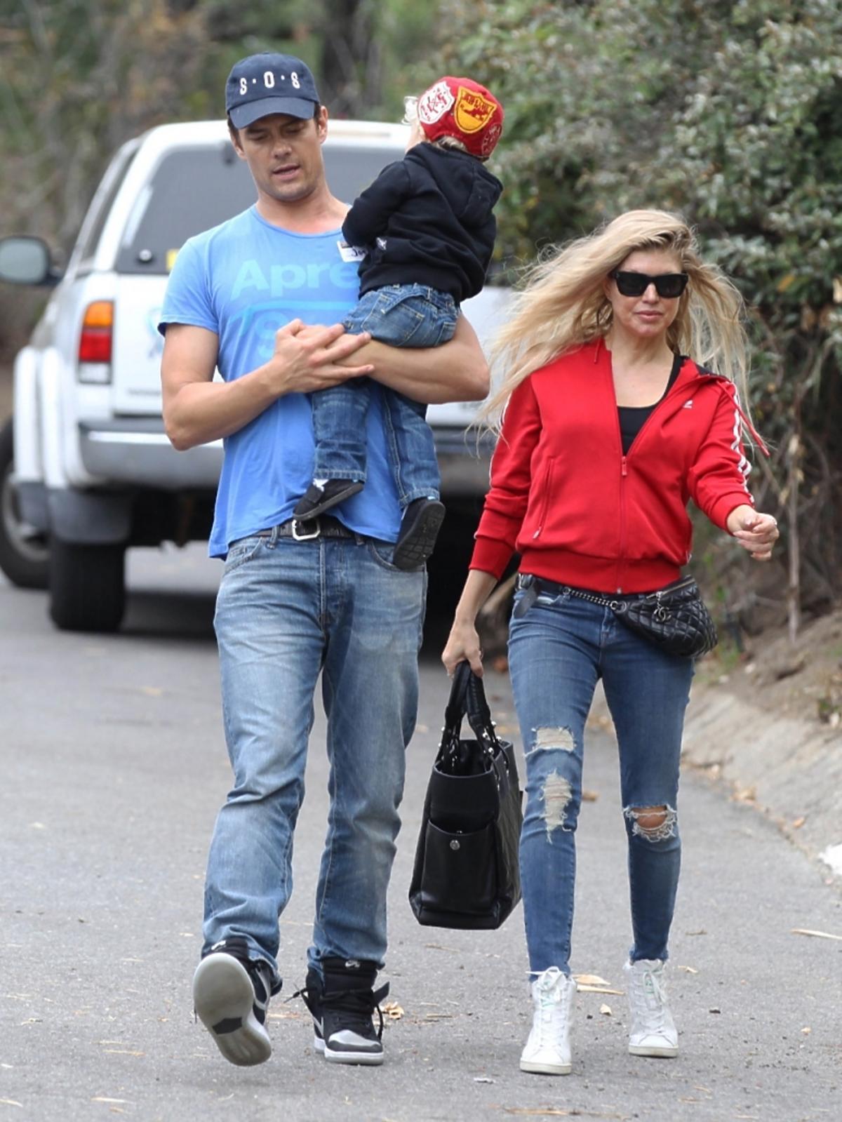 Fergie w młodzieżowej stylizacji z rodziną