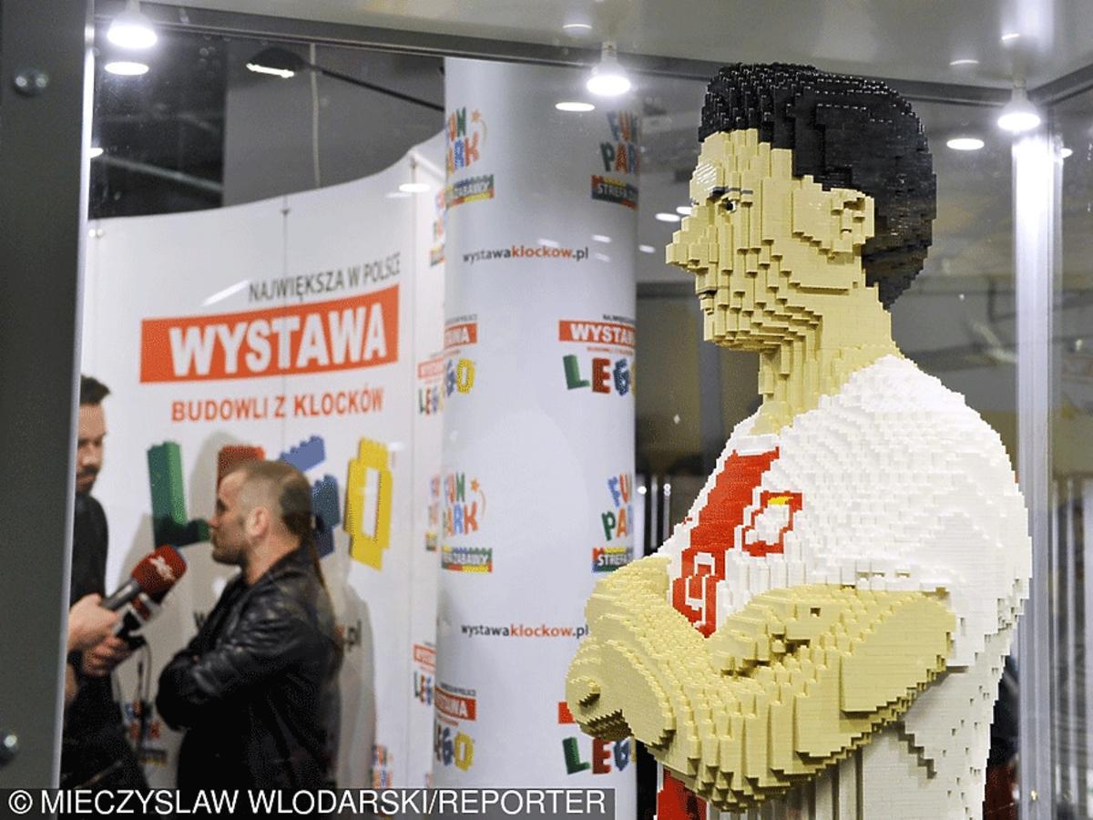 Figura Roberta Lewandowskiego z 70 000 klocków LEGO
