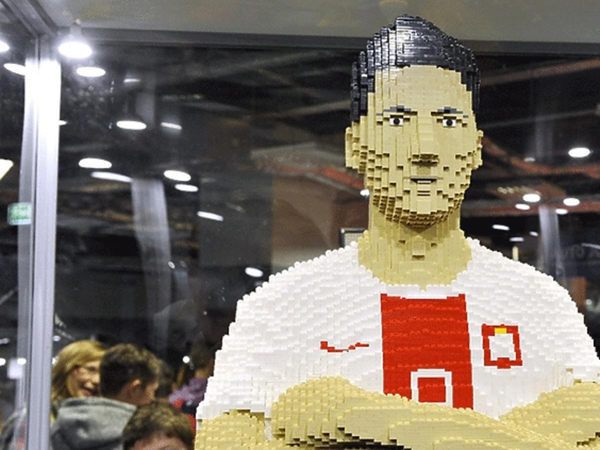 Figura Roberta Lewandowskiego z klocków Lego
