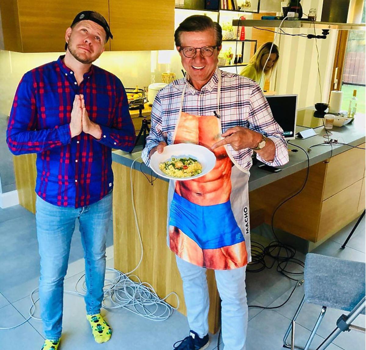 Filip Chajzer i Zygmunt Chajzer w kuchni