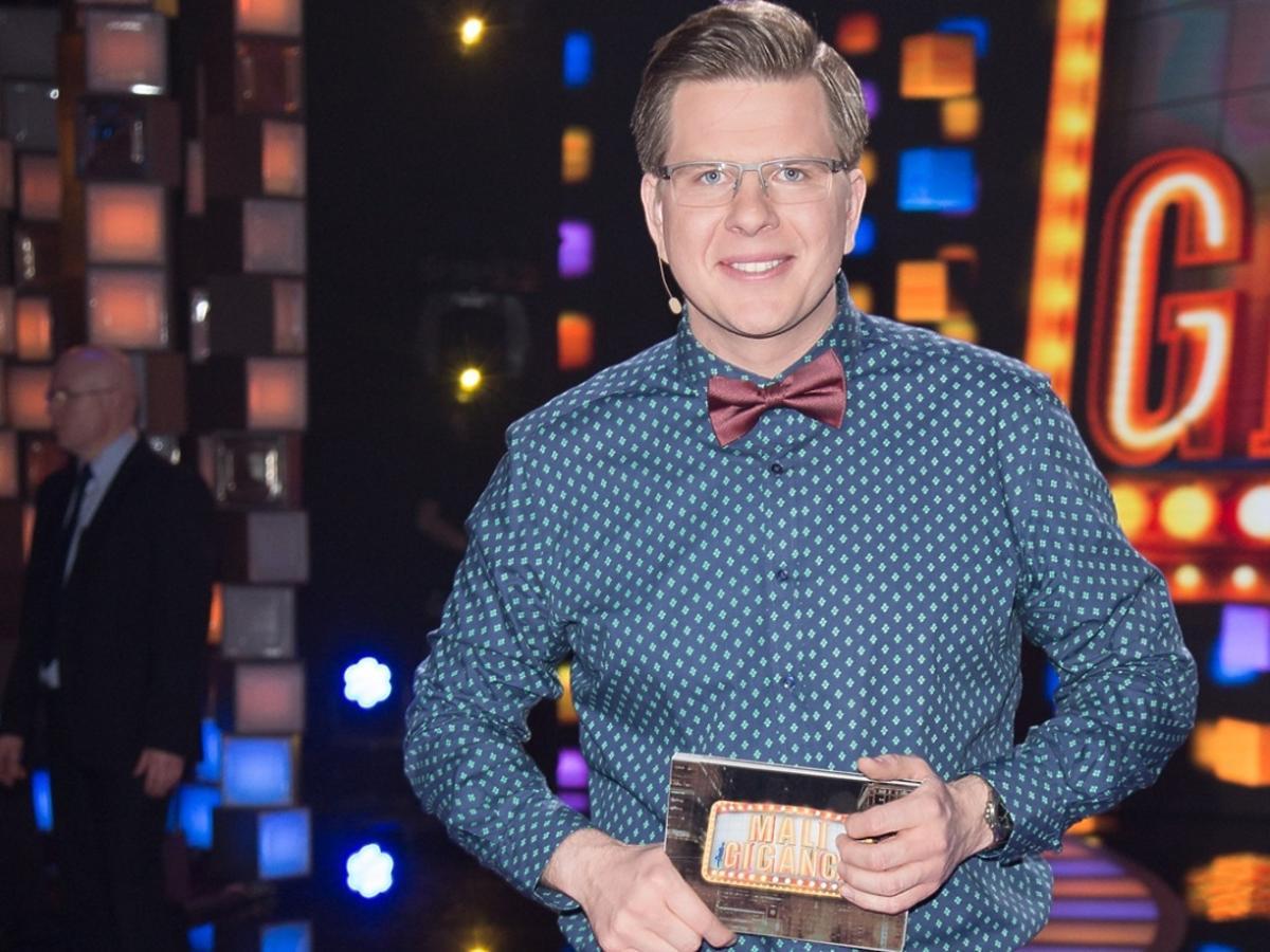 Filip Chajzer w koszuli i z muszką