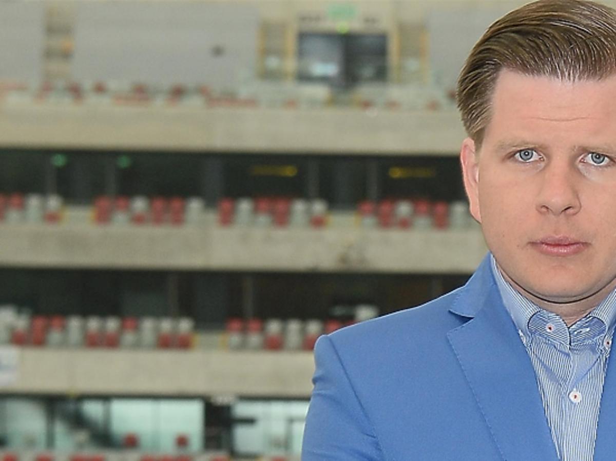 Filip Chajzer w niebieskiej koszuli