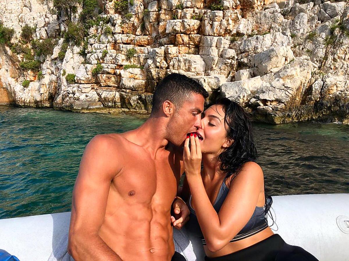 Georgina Rodríguez karmi Cristiano Ronaldo na wakacjach