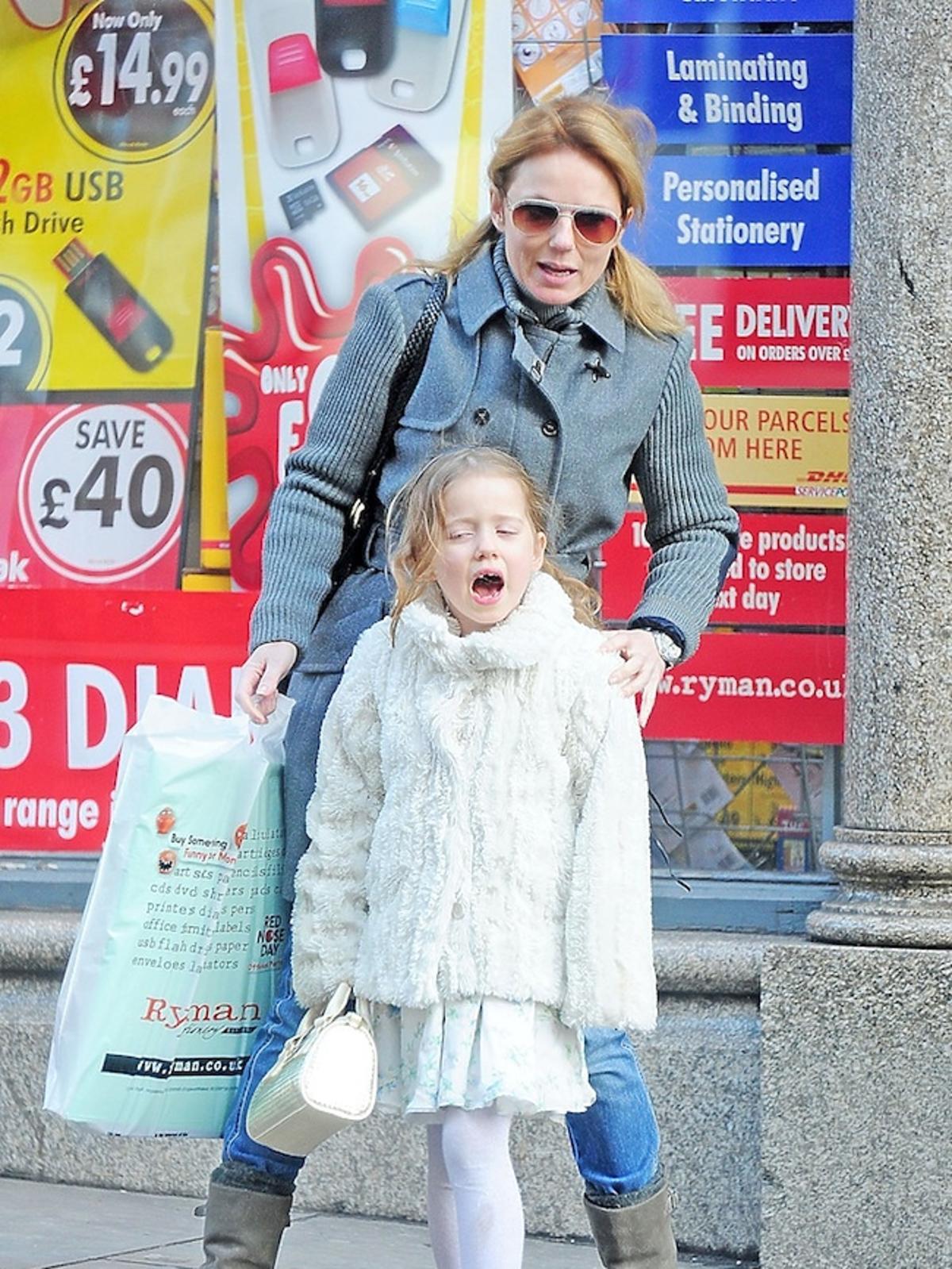 Geri Halliwell z córką Bluebell na zakupach Paparazzi
