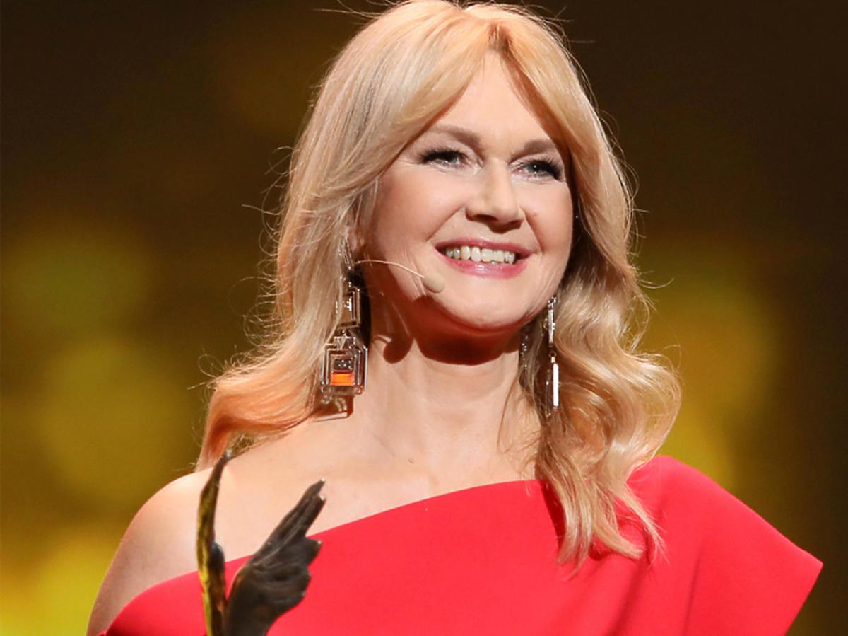 Grażyna Torbicka na Orłach 2019 w czerwonej sukience