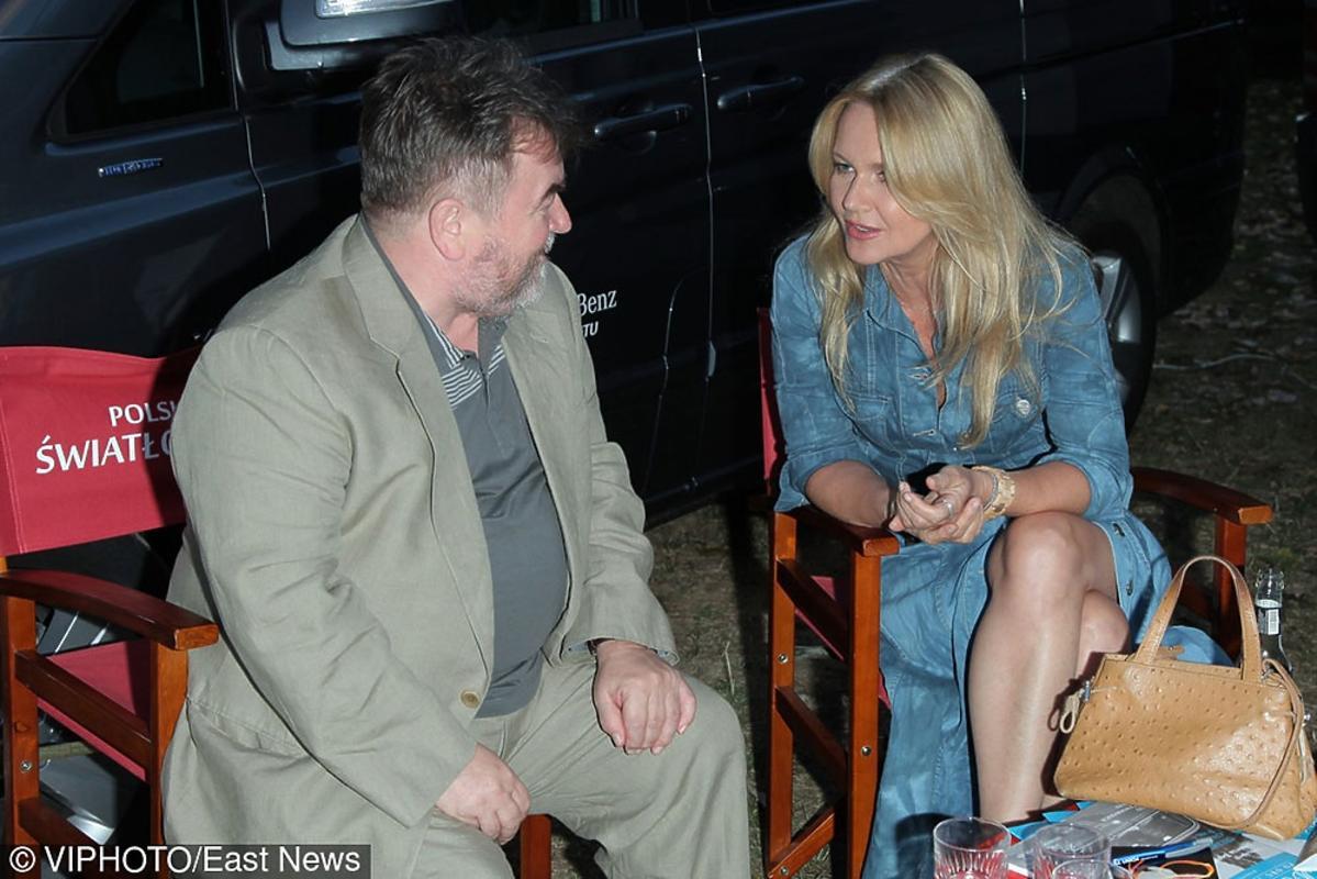 Grażyna Torbicka w dżinsowej sukience rozmawia z  Edwardem Miszczakiem