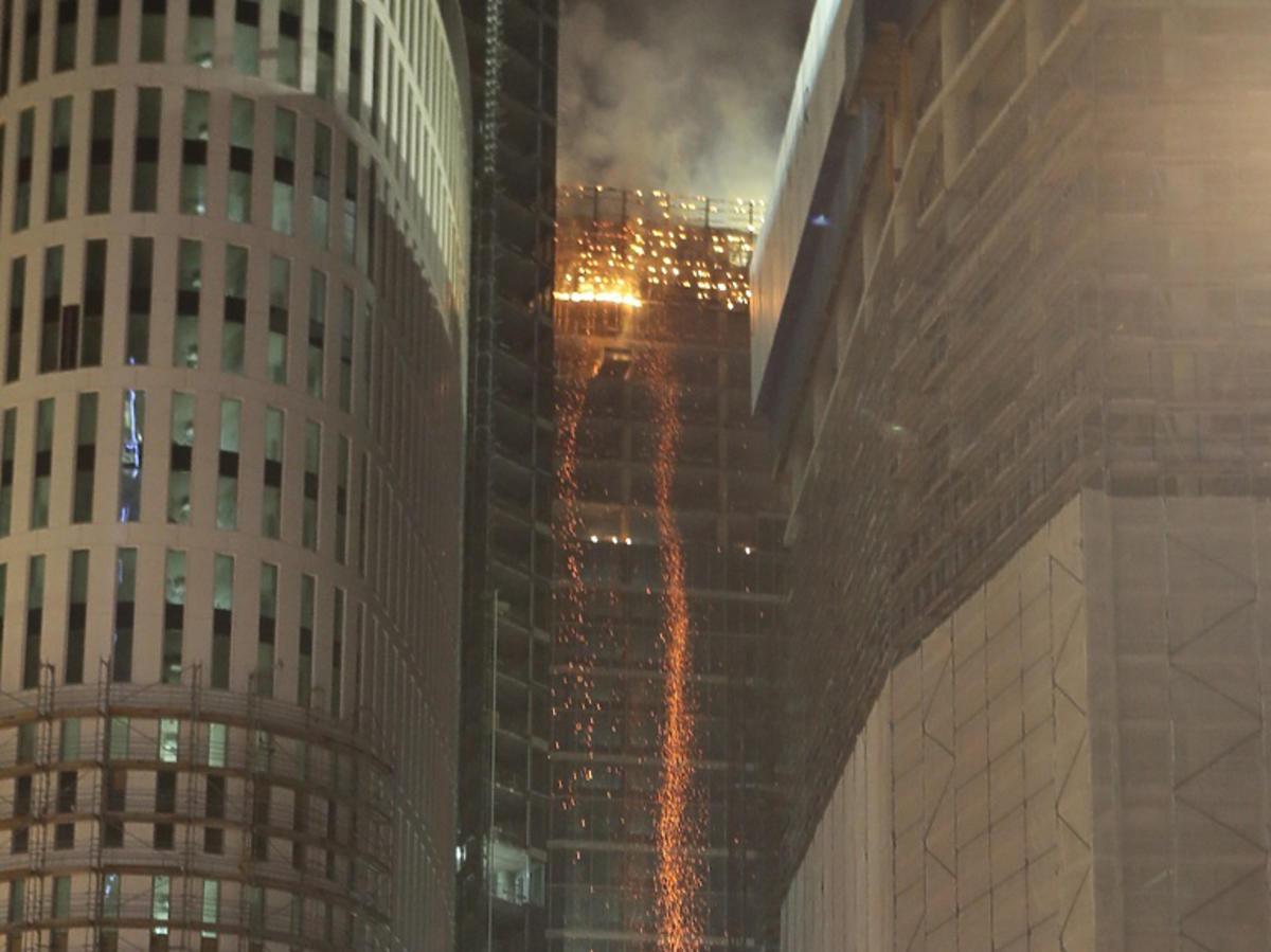Groźny pożar wieżowca w Warszawie