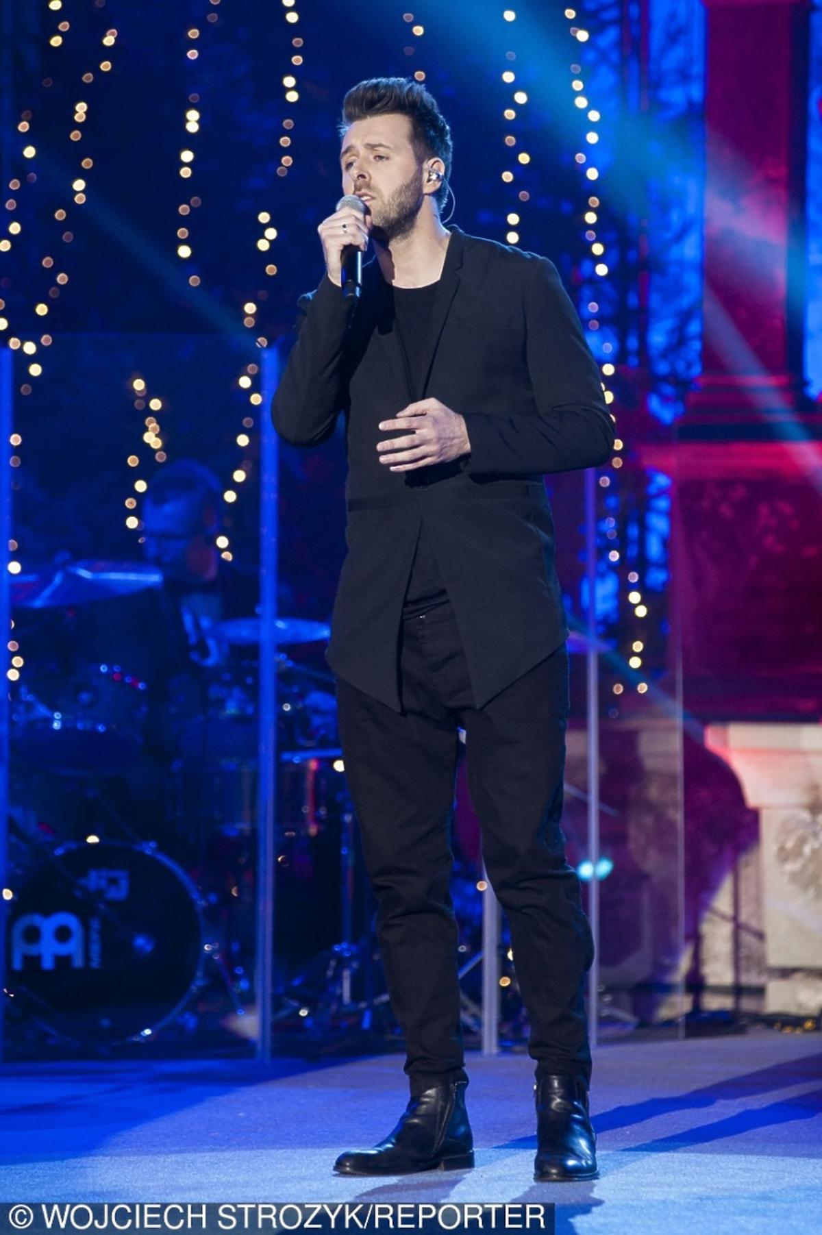 Grzegorz Hyży w czarnym garniturze