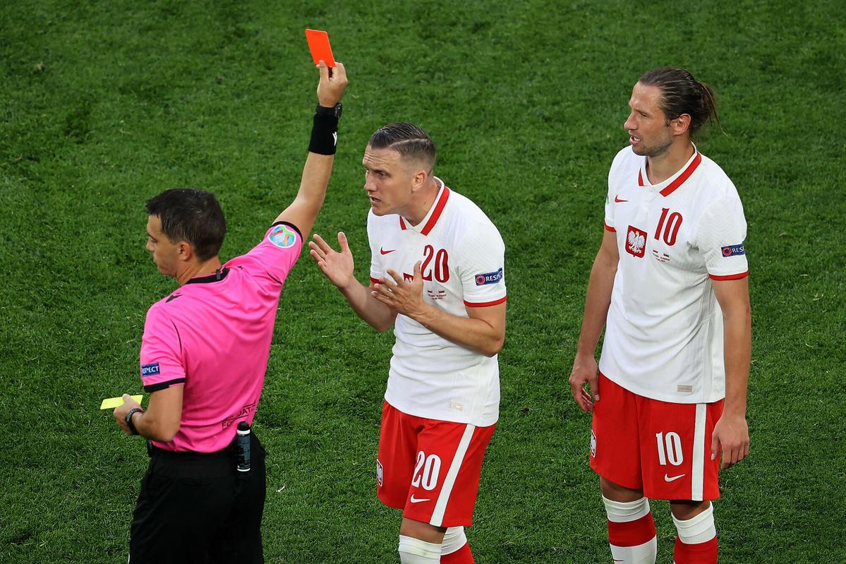 Grzegorz Krychowiak czerwona kartka na EURO 2020
