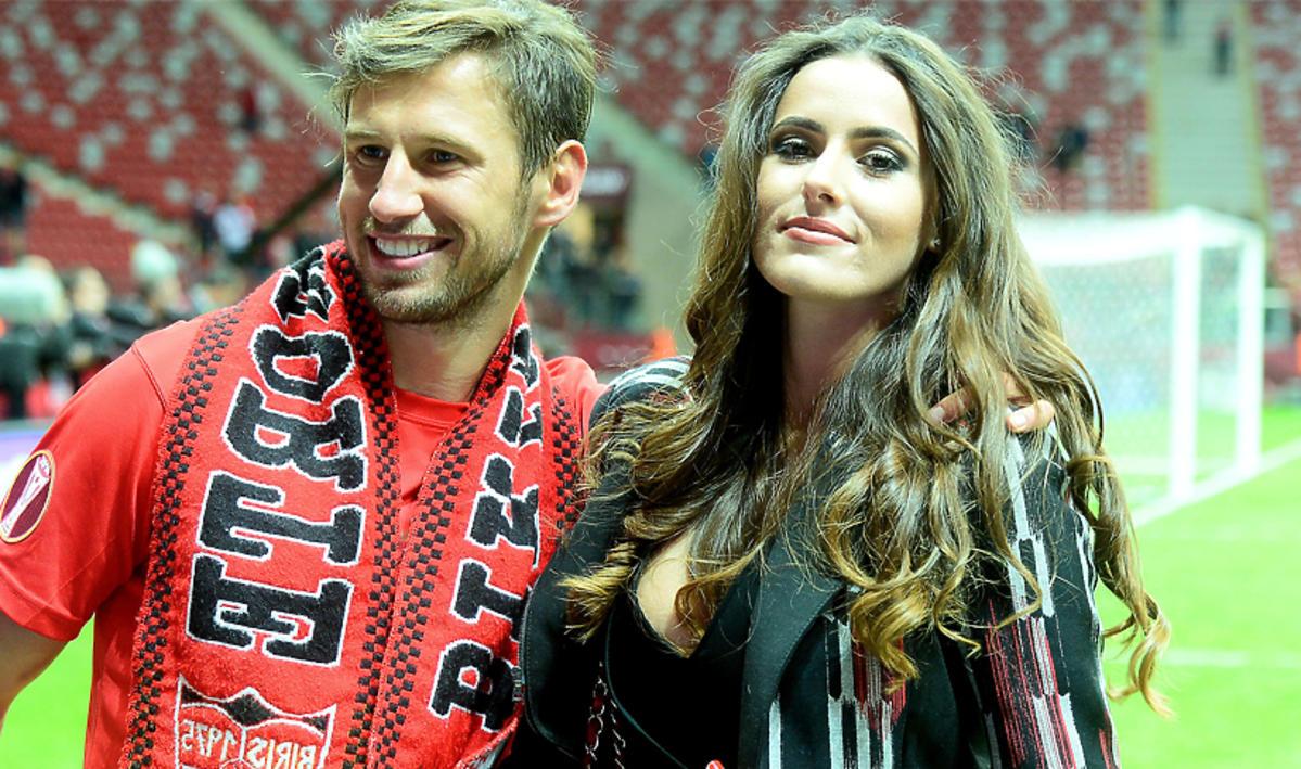 Grzegorz Krychowiak w czerwonej koszulce