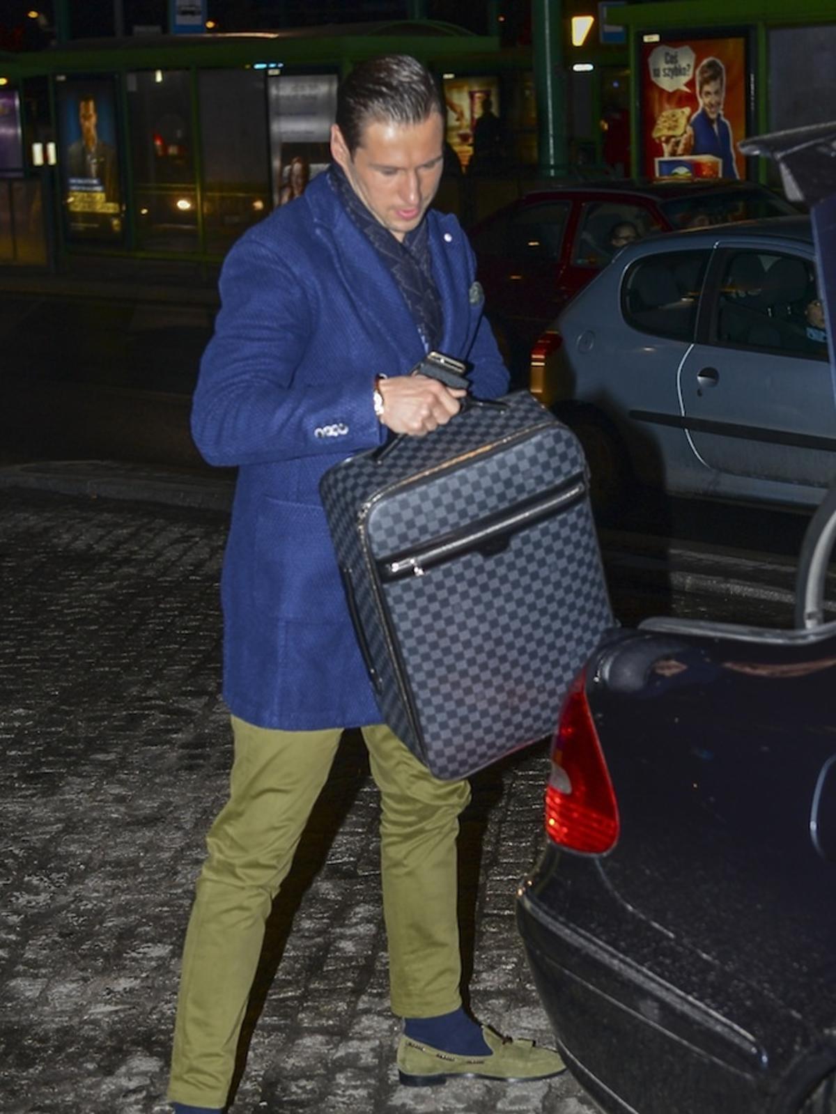 Grzegorz Krychowiak w zielonych spodniach