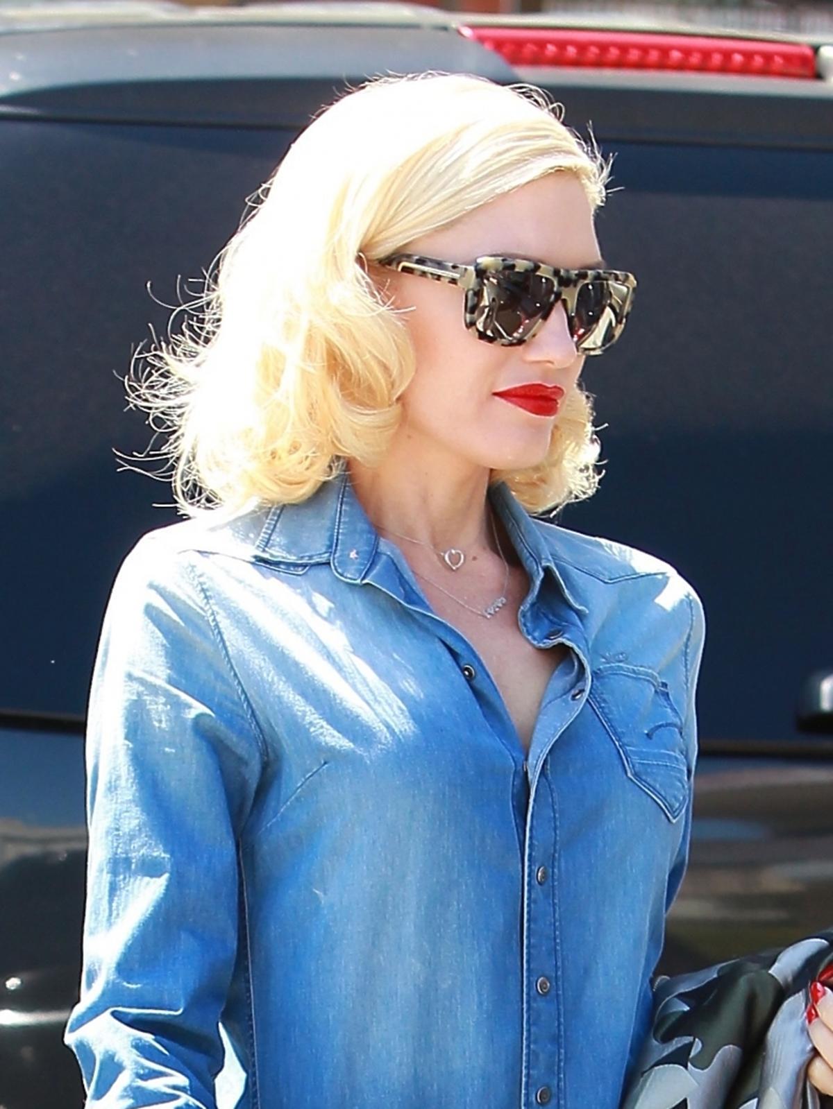 Gwen Stefani w jeansowym kombinezonie
